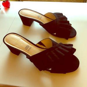 Brand new Liz Claiborne block heel ruffle sandal